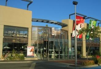 mall_entrance (800x553)